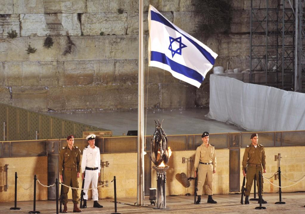 222K2-Jerusalem-Yom-Hazikaron-eve-Kotel-5718-
