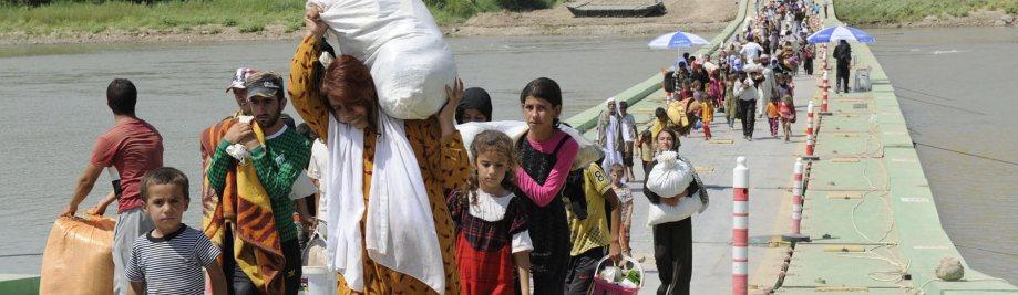 desplaçat_iraqi_yazidis_cross_the_tigris_from_syria_into_iraq_1