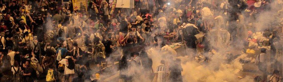 hong-kong-llàgrima-gas-multitud