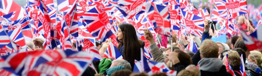 data-line-the-bank-waving-britains-union-flags-data