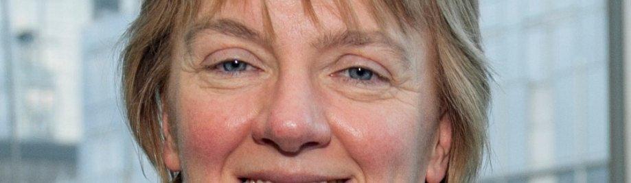 Yhdistyneen kuningaskunnan työväenpuolueen jäsenet kampanjoivat naisten oikeuksien puolesta