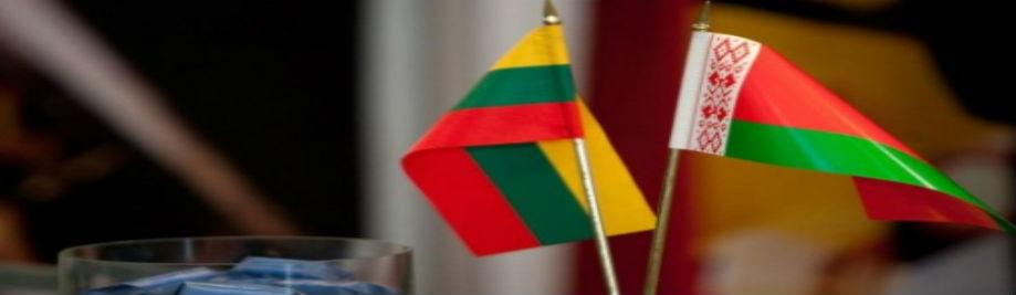 Wit-en-Litaus-vlag-Photo-vergunning-van-Andrius-Ufartas- © -Baltijos-fotografijos-linija