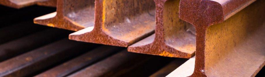 Close-up stapel spoor metaal