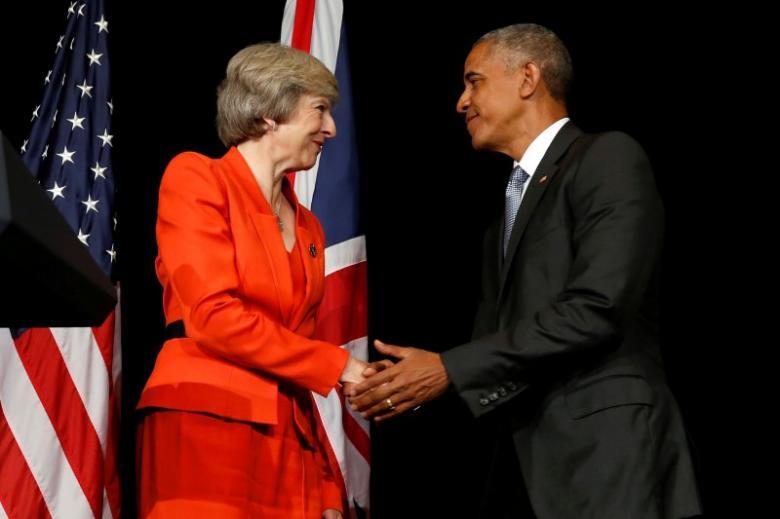 Brittanje se eerste minister Theresa Mei (L) en die Amerikaanse president Barack Obama skud hande nadat praat met verslaggewers ná hul bilaterale vergadering saam met die Summit G20, in Ming Yuan Hall by Westlake statehouse in Hangzhou, China September 4, 2016. REUTERS / Jonathan Ernst