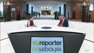 EBko erreportari telebista Europako Parlamentuan